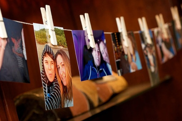 clothespin-family-photo-hanging
